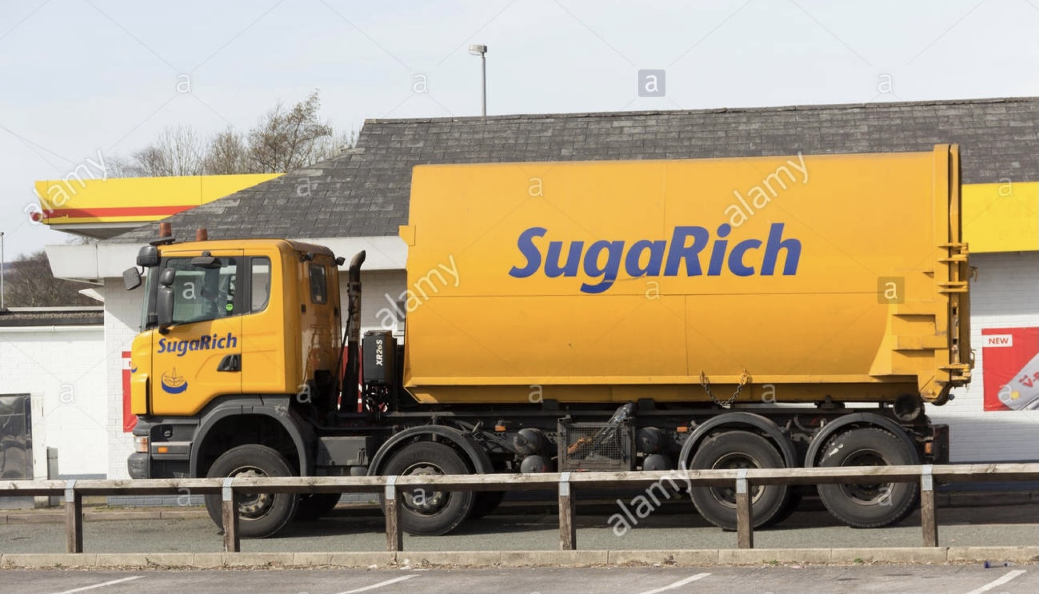 sugarich-waste-food-processing-container-lorry-fitted-with-a-hiab-E60TG5.jpg